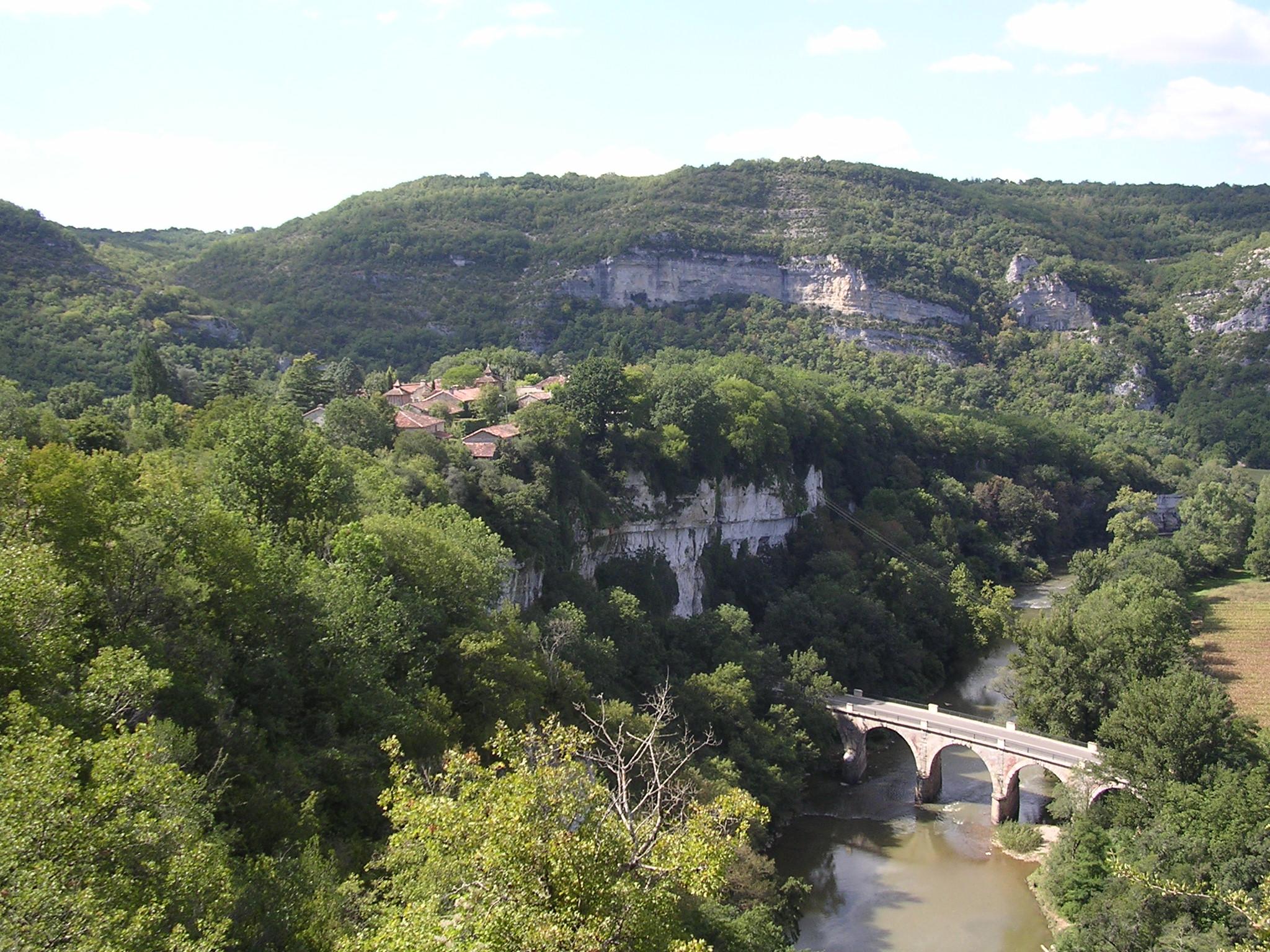 Photo d'un pont au dessus de l'Aveyron